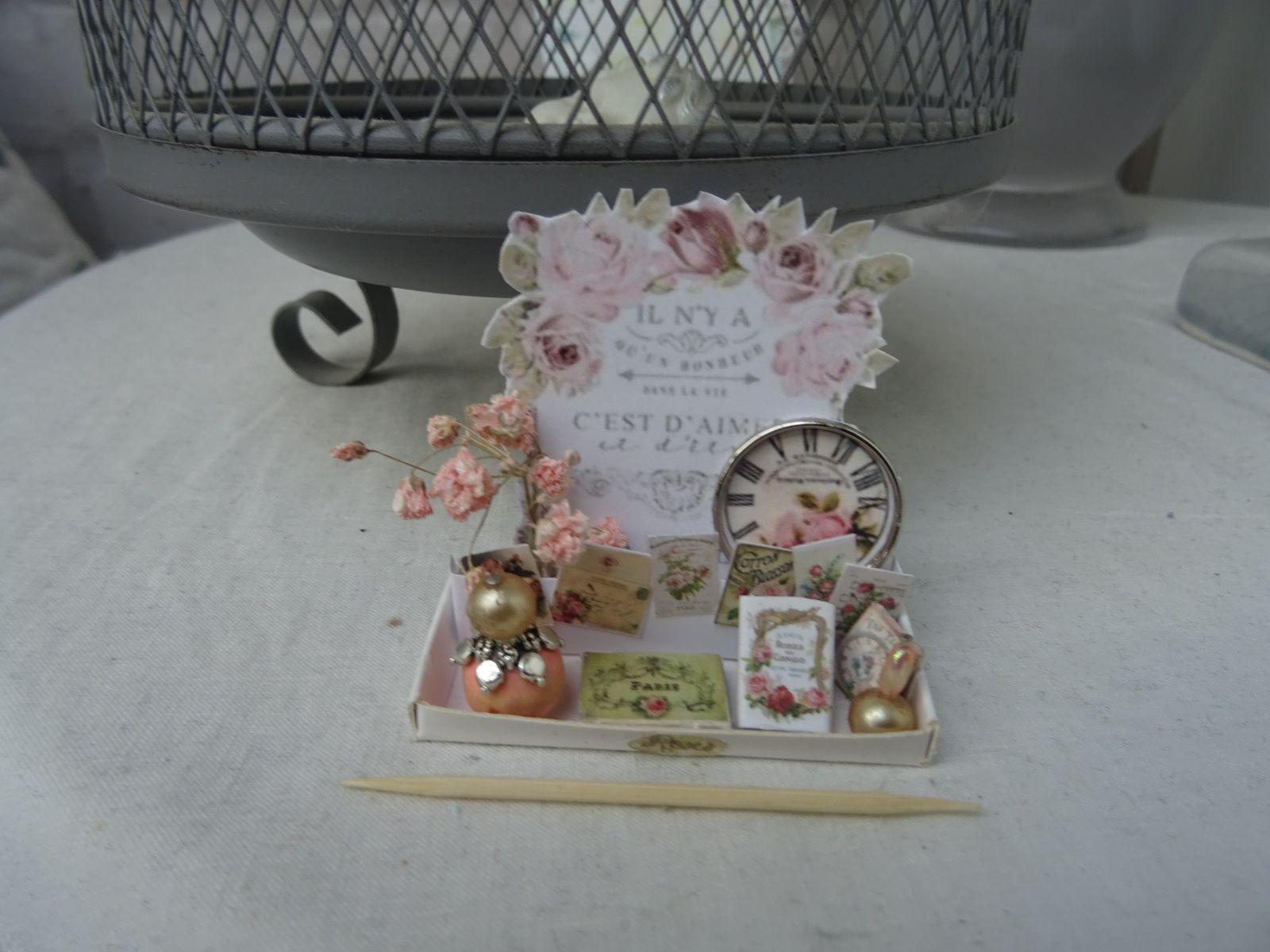 2 petits présentoirs miniature
