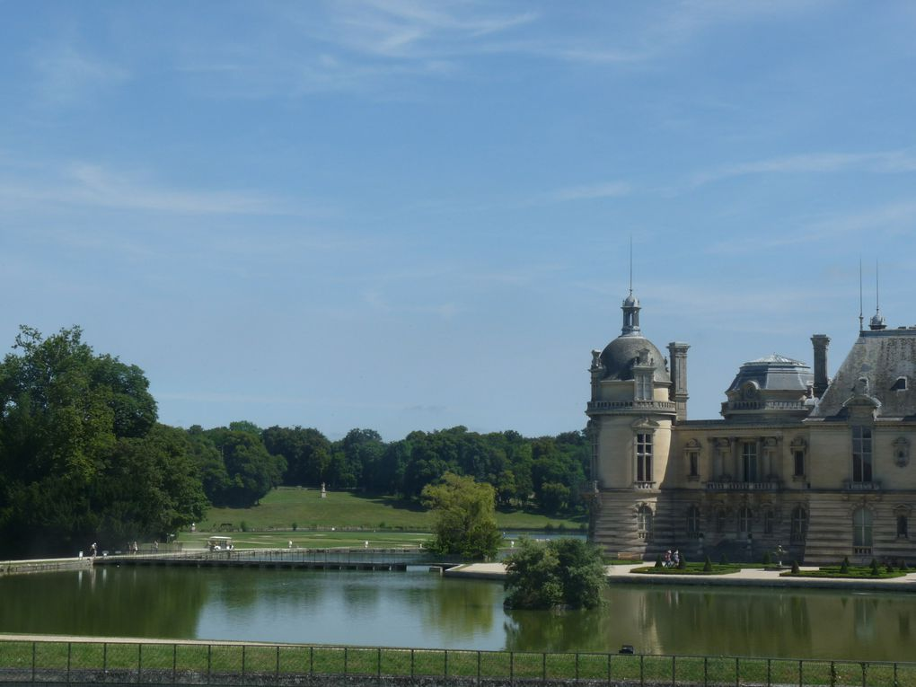 UNE JOURNEE A CHANTILLY.