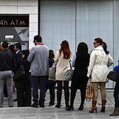 Le PS fait voter des lois pour contrer une ruée sur les banques - MOINS de BIENS PLUS de LIENS