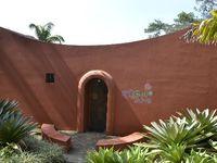Roberto Burle Marx, né le 4 août 1909 à São Paulo et mort le 4 juin 1994 à Rio de Janeiro, est un architecte paysagiste brésilien (ainsi qu'un peintre, créateur de bijoux, écologiste, naturaliste, artiste et musicien), mondialement renommé pour les dessins de ses parcs et jardins. Il a introduit l'architecture du paysage moderniste au Brésil.