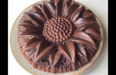 Gâteau chocolat avec la farine de pois chiche, sans gluten. quand la courgette remplace le beurre.