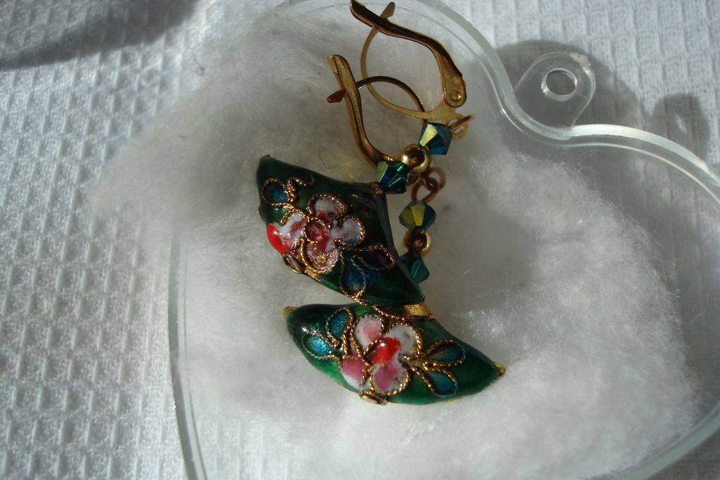 Bijoux faits main par un monastère. Des cadeaux très appréciés