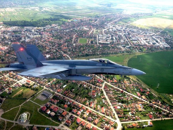 Le Canada va déployer des CF-18 Hornet en Lituanie