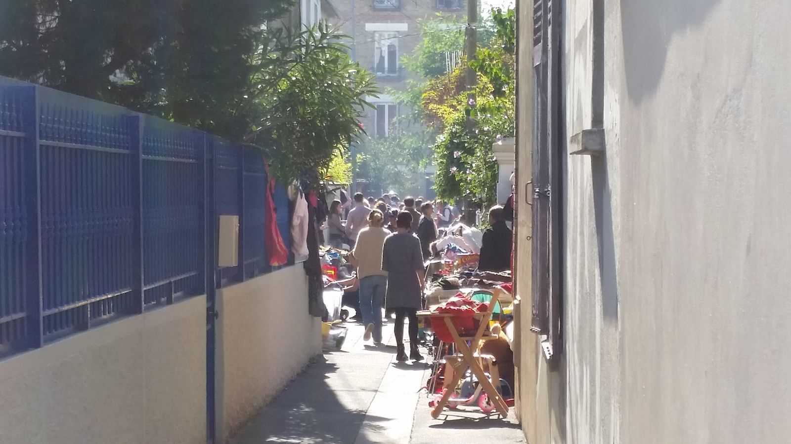 VIDE GRENIER TRÈS AGRÉABLE RUE CHARLES AUGUSTE A COLOMBES