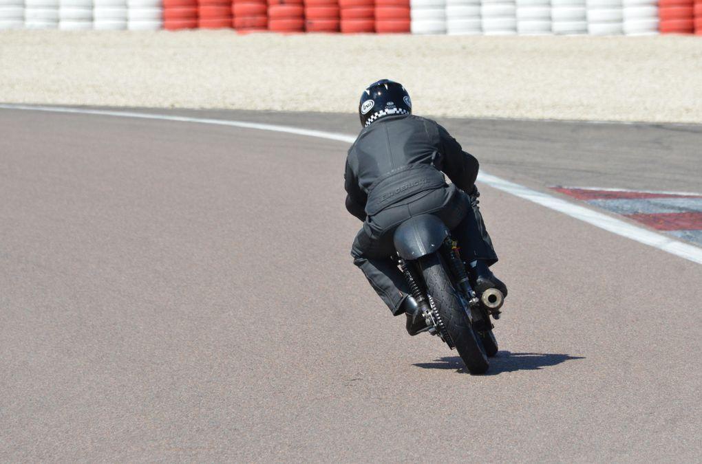 Coupes Moto-Legende 2013  Dijon Prenois Démonstration piste motos  Endurance et Grand Prix