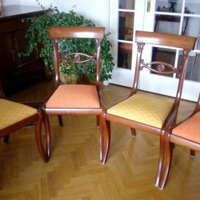 8 chaises couleur agrumes