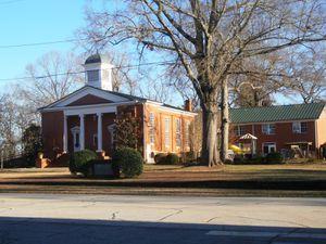 Les croyants ont le choix : deux églises (baptiste à gauche, l'autre méthodiste) pour environ 1200 habitants !