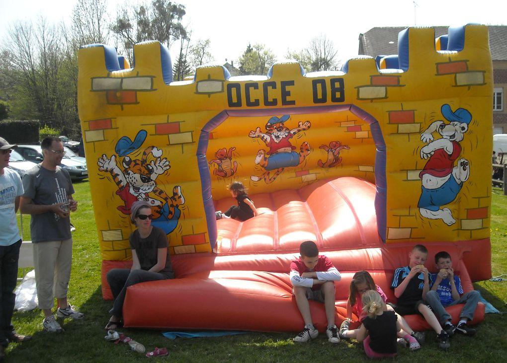 Brocante organisée par les parents d'élèves d'Arreux et Familles Rurales au profit de l'école d'Arreux-Houldizy.