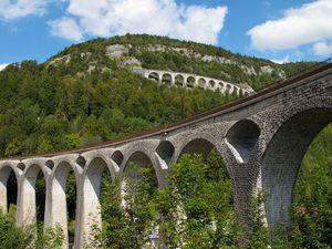 Les célèbres viaducs de la ville de Morez