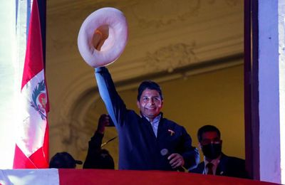 """L'AFP tente de brouiller l'image de Pedro Castillo, le """"premier président pauvre"""" du Pérou"""