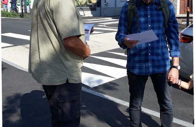 Henry Gabrielle, au marché de Vernaison 10 signatures de l'appel commun en 1 heure !