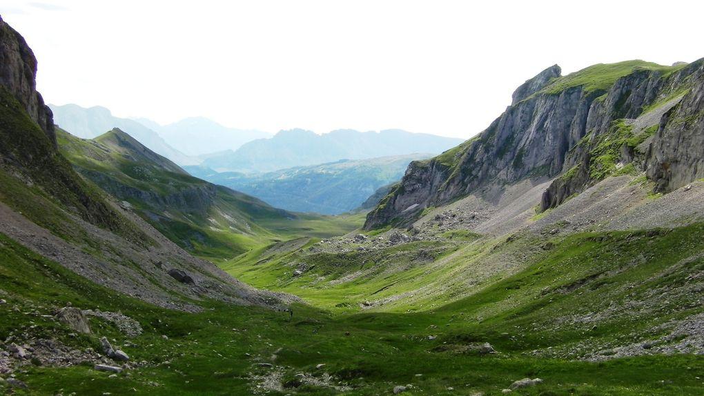 Sur la départementale D937 entre Veynes et Super Dévoluy, départ du col du Festre. Dénivelé : 550m Durée montée 2 à 3 heures