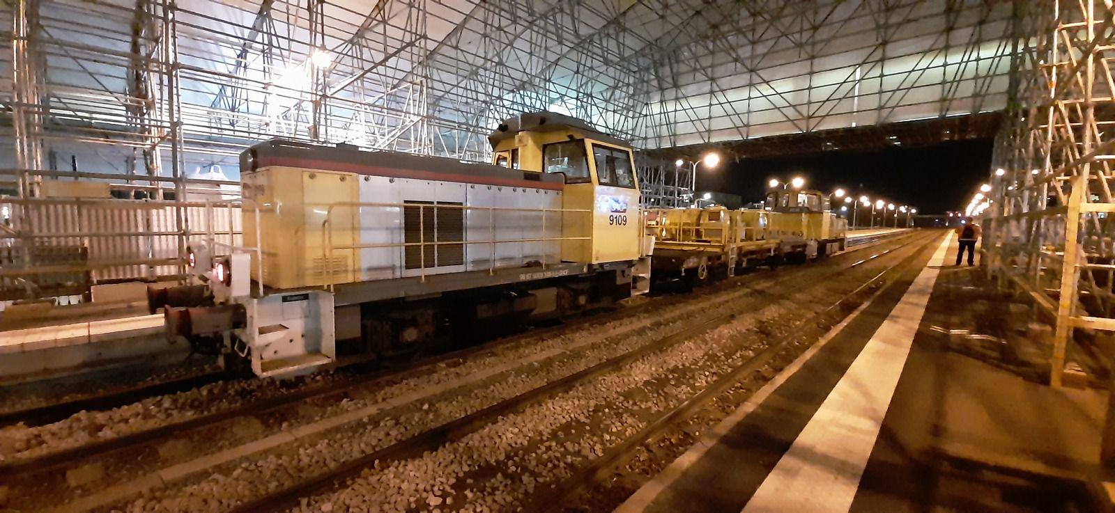 Y9100 et Y8000 en stationnement à la gare de Troyes