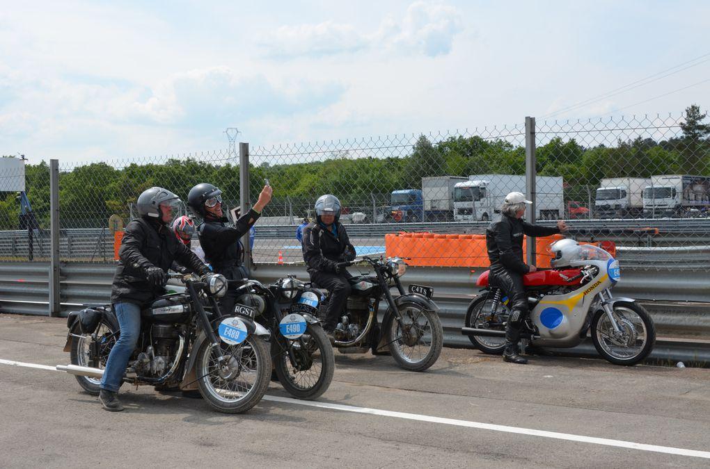 Coupes moto Légende 2014 photos piste Démonstrations Motos et side car Dijon Prenois