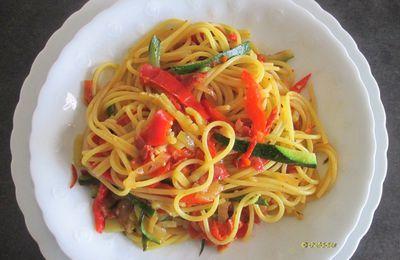 Spaghetti, courgettes, poivron rouge et chorizo