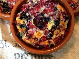 Clafoutis au lait concentré et fruits rouges