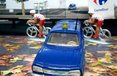 PEUGEOT 504 BREAK GENDARMERIE SOLIDO 1/43.
