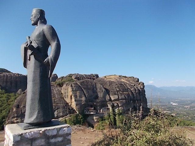 a Kalampaka, un rebelle local qui a battu les Ottomans,et de la magie.........enfantée par Gaïa et Ouraneos, les monastères sont des créations humaines
