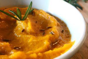 Purée de carotte à l'huile d'olive aromatisée à l'ail