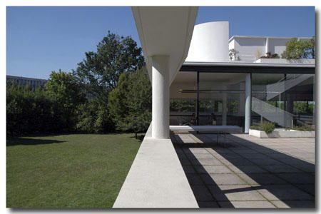 "<p><strong>La Villa Savoye, Poissy - Le Corbusier, 1930<br /></strong><strong><a href=""http://www.maitrepo.com/article-1412034.html"" target=""_blank""><em>-> Lire l'article associé</em></a><br /></strong></p>"