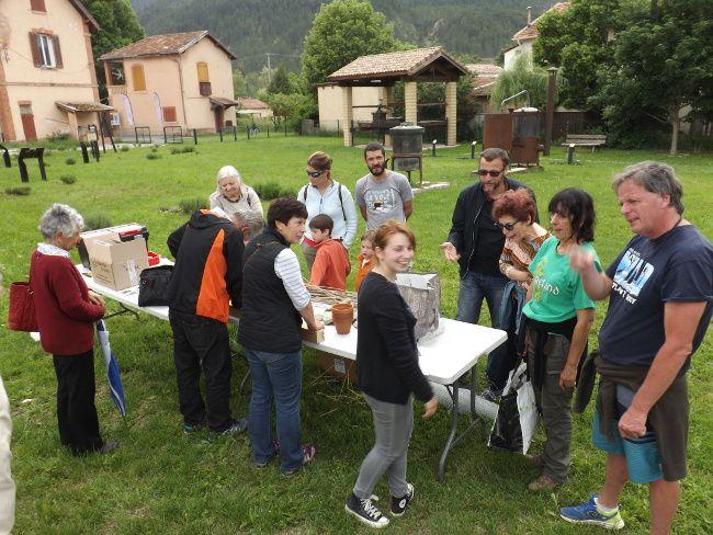 Dans le jardin de la distillerie à Barrême: Un hôtel accueillant pour les insectes