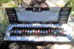 Coffret d'huiles essentielles FEEL un concentré d'huiles essentielles à découvrir par les aromathérapeutes en herbes