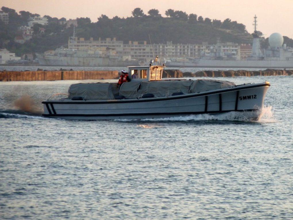 SMM 12 , vedette pour le transport de personnel entre l'Arsenal et la presque ile de Saint Mandrier