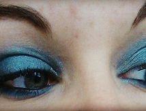 Maquillage bleu-argent