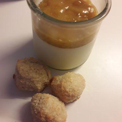 Pannacotta à la compotée de mirabelles rôties au miel et au thym