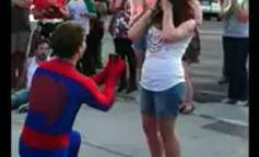La demande en mariage façon Spiderman - video +