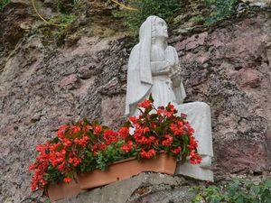 Fleurissement et entretien à la grotte Notre-Dame d'Algrange