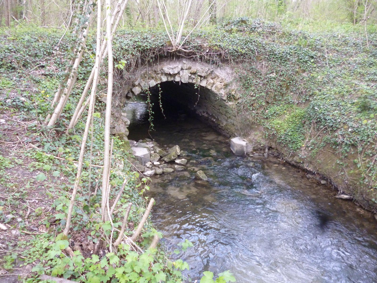 Le pont de pierre sur la Beuvronne
