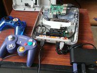 Le but est de pouvoir jouer aux différents jeux de différentes plateformes avec les manettes adéquates.