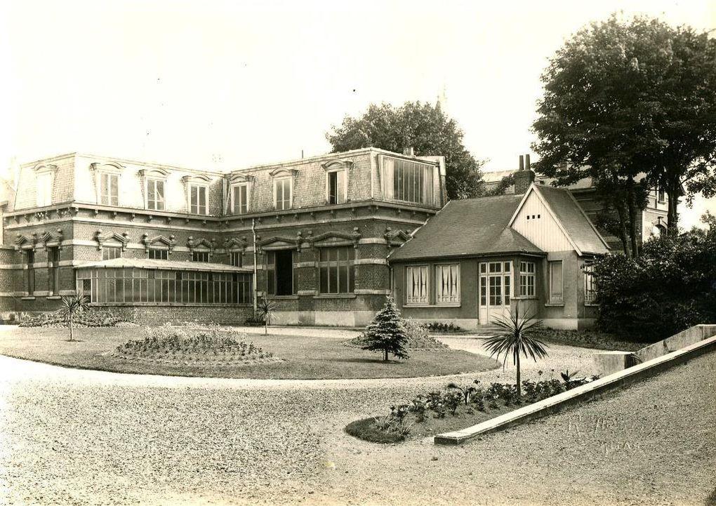 4 et 6 rue Beffara, vers 1930 - Salle du Conseil municipal et des mariages. (source : archives municipales)