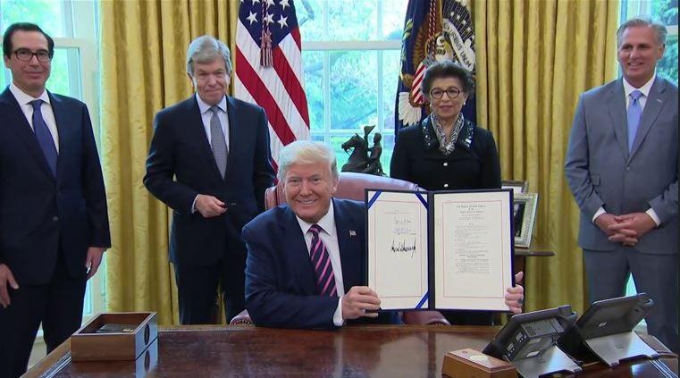 Le sourire d'un président fier à juste titre de ses accomplissements.