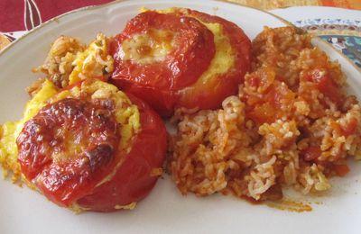 Tomates farcies façon quiche sur lit de riz