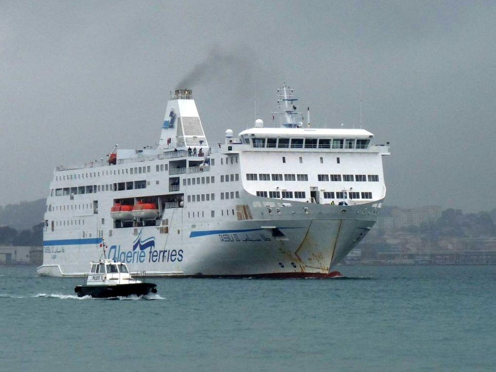 TASSILI  II ,ferrie Algérien rentrant dans le port de Toulon