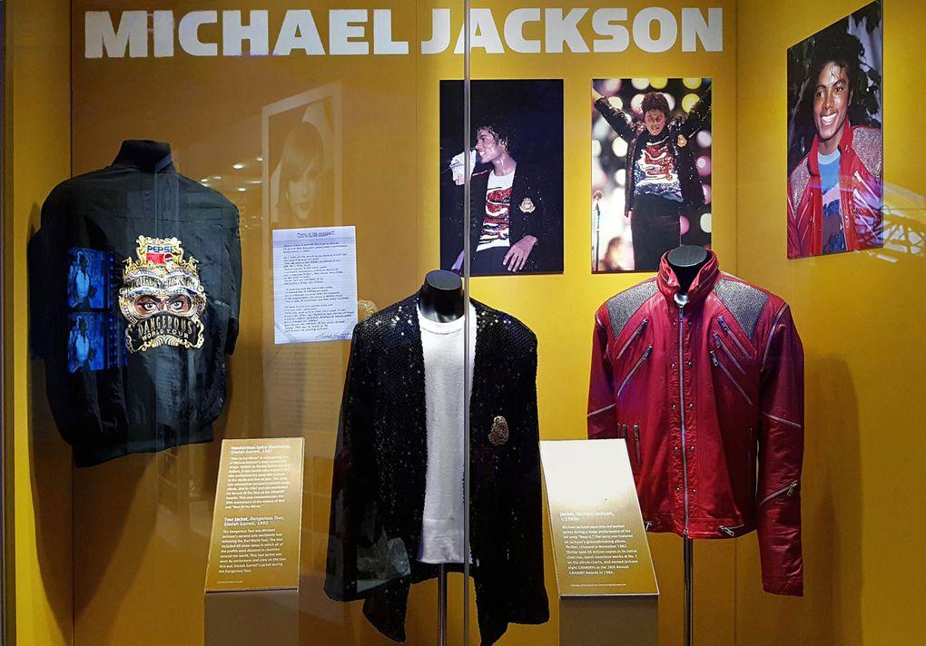 Diaporama : Tenues du show-bizz américain (Beyoncé, Kanye West, Elvis, Michael Jackson...),