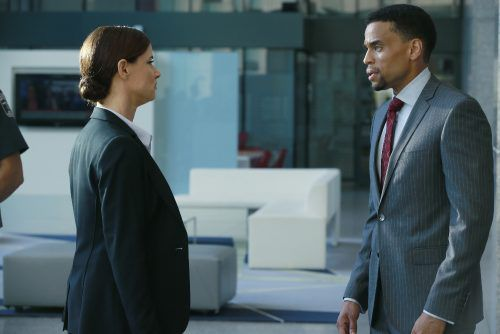 Critiques Séries : Secrets & Lies (US). Saison 2. Episode 1.