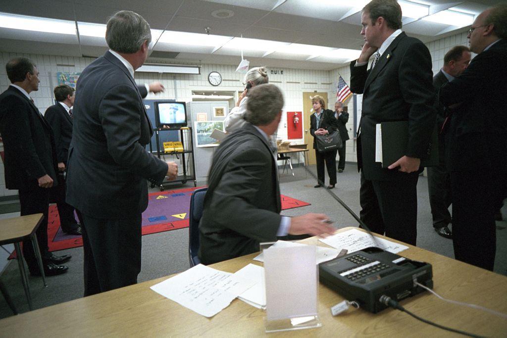 (George Bush au téléphone découvrant les images du crash, www.georgewbushlibrary.smu.edu)
