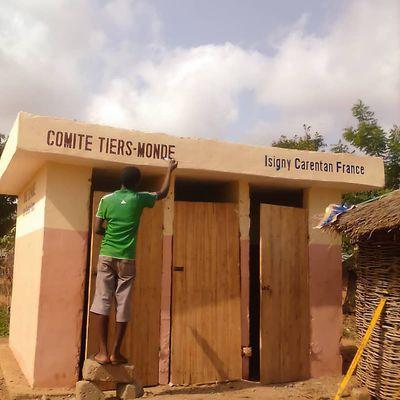Les latrines au village d'Egahonou, et de futures à Dahoué-Akplohoué.