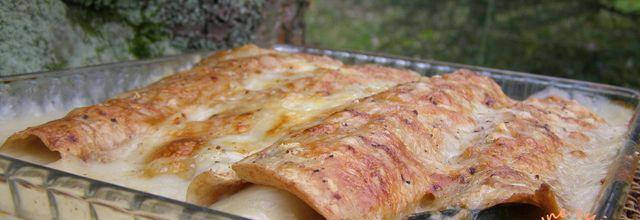 Crêpes à la farine grand épautre intégrale Bio, garnies de poireaux, sauce béchamel au comté