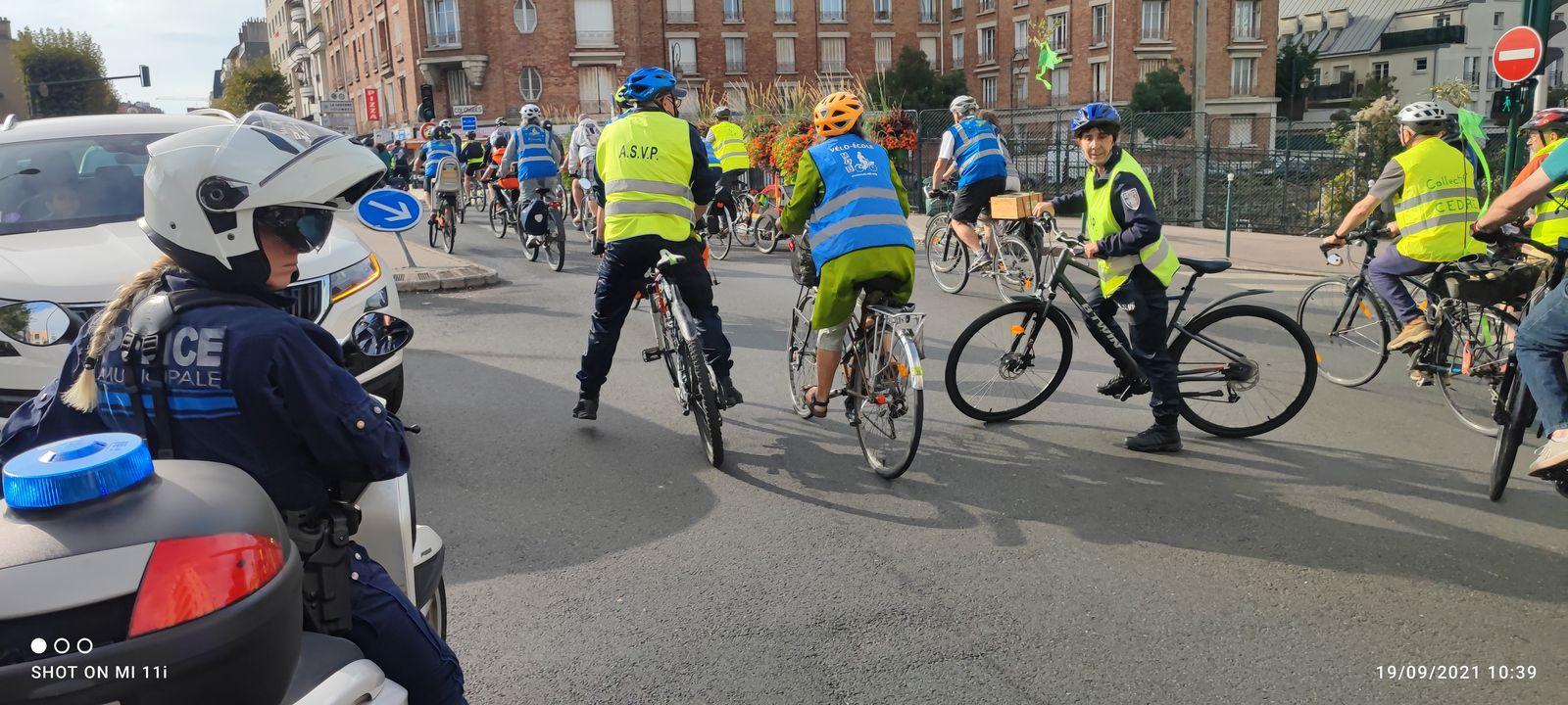 la CONVERGENCE à Colombes : passage de plus de 300 cyclistes