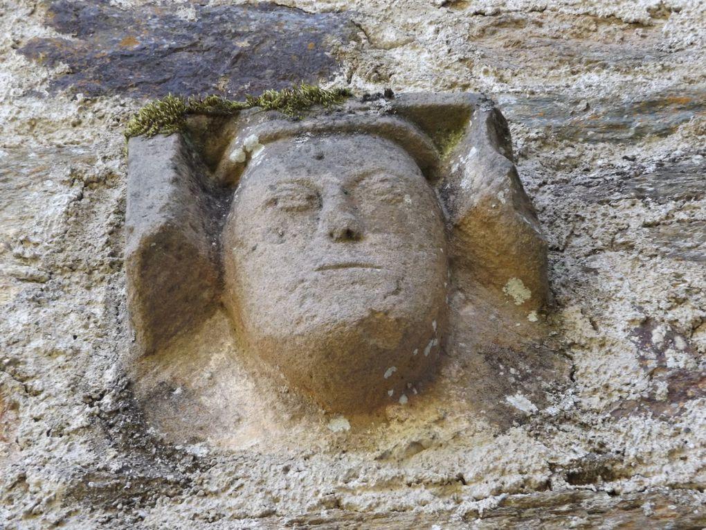 Vestiges de fortifications et d'inclusion sur les murs de l'église