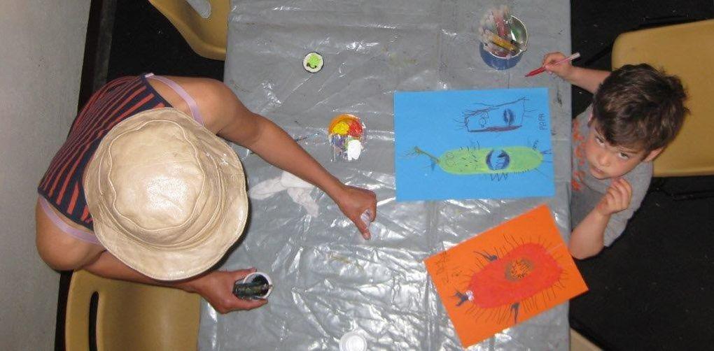 Ateliers animés par artistes et bénévoles, conférences, gazette et quizz, démonstrations d'artistes, mur d'expression libre, lectures à voix haute, cinéma et tombol'arts : que du bonheur !