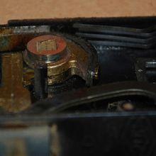 L'intérieur d'une serrure de porte extérieur après 35 ans