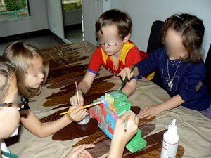 3ème étape : mettre des paillettes, écrire les nombres et mettre les chocolats dans les boîtes !!!