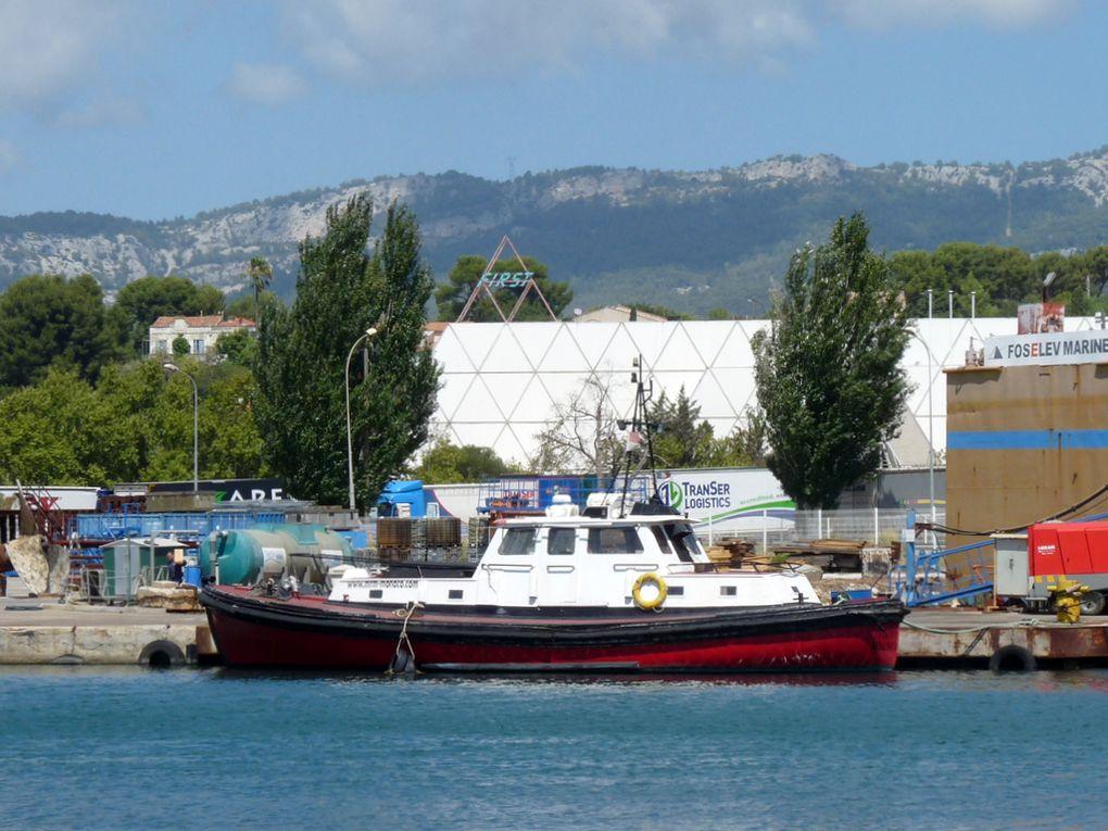 """MENHIR , remorqueur monégasque a quai  dans le chantier """"Foselev Marine """" à la Seyne sur Mer en  2014"""