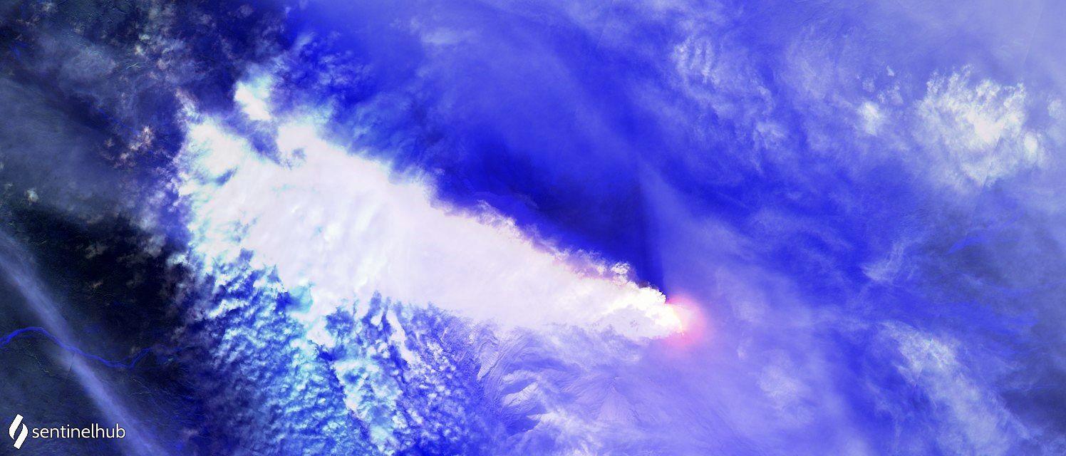 Klyuchevskoy - hot spot et important panache -  image Sentinel-2 L1C bands 12,11,4 du 18.11.2020 - un clic pour agrandir