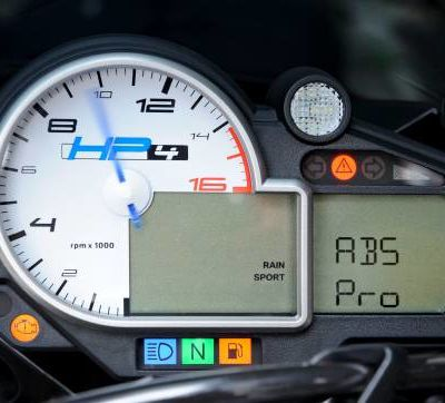 BMW moto - le premier ABS tenant compte de l'inclinaison